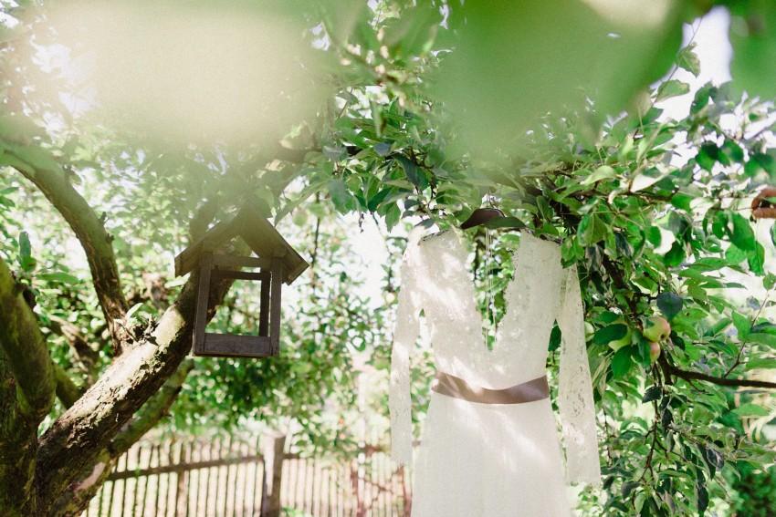 04-intimate-garden-wedding-hungar