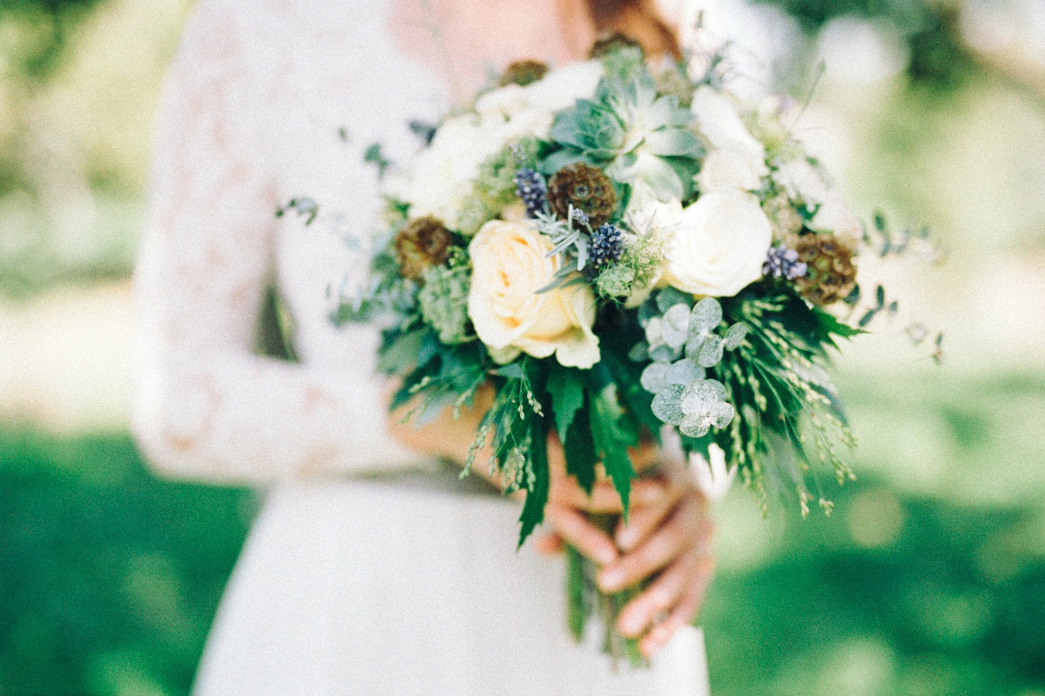 13-wedding-gown-bouquet-flowers