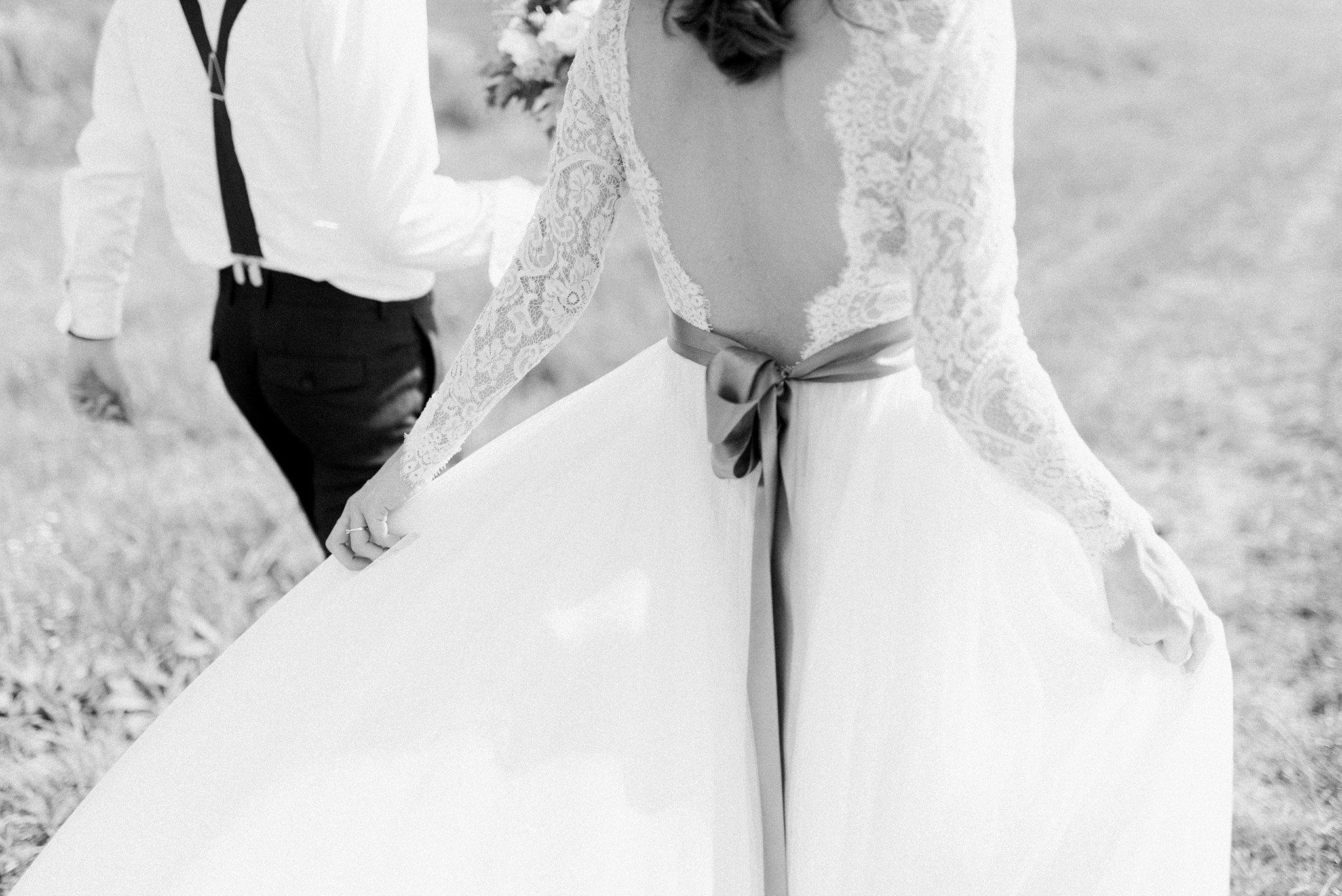 30-bride-groom-walking-field